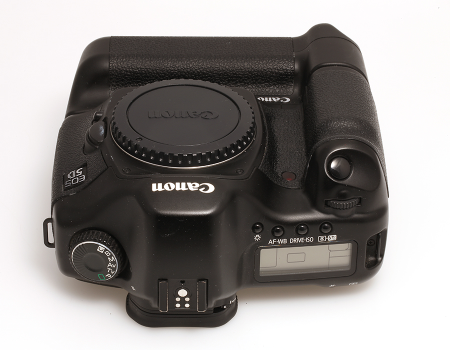 canon eos 5d mit bg e4 vollformat digitalkamera unter 5000 ausl sungen ebay. Black Bedroom Furniture Sets. Home Design Ideas